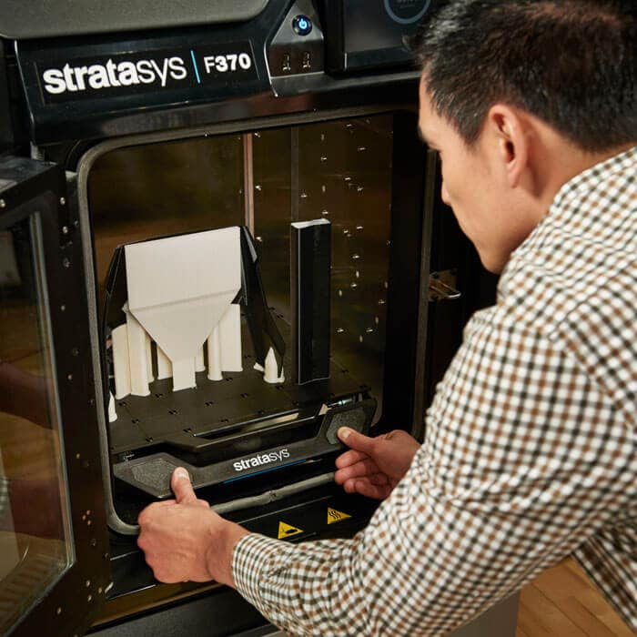 Removing build tray from Stratasys F370 3D printer